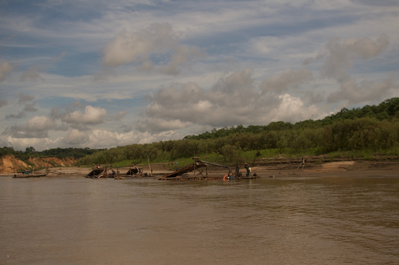 illegal gold mining;amazon rainforest; peru; tampbopata